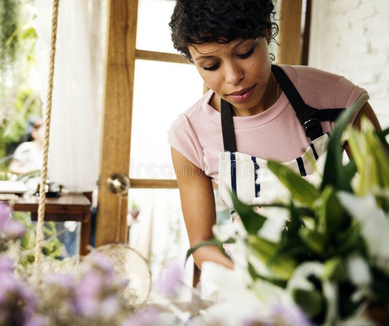 Negócio do florista com proprietário da mulher imagem de stock royalty free