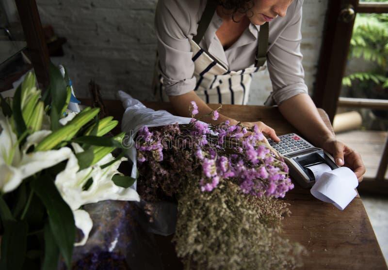 Negócio do florista com proprietário da mulher fotos de stock royalty free