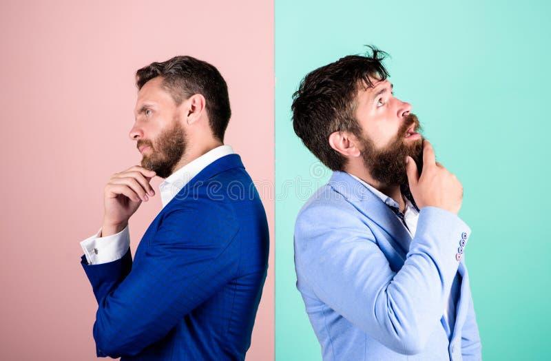 Negócio no conceito do problema Engano do negócio Trabalho da equipe do negócio em resolver o problema Ponto de vista diferente fotos de stock royalty free