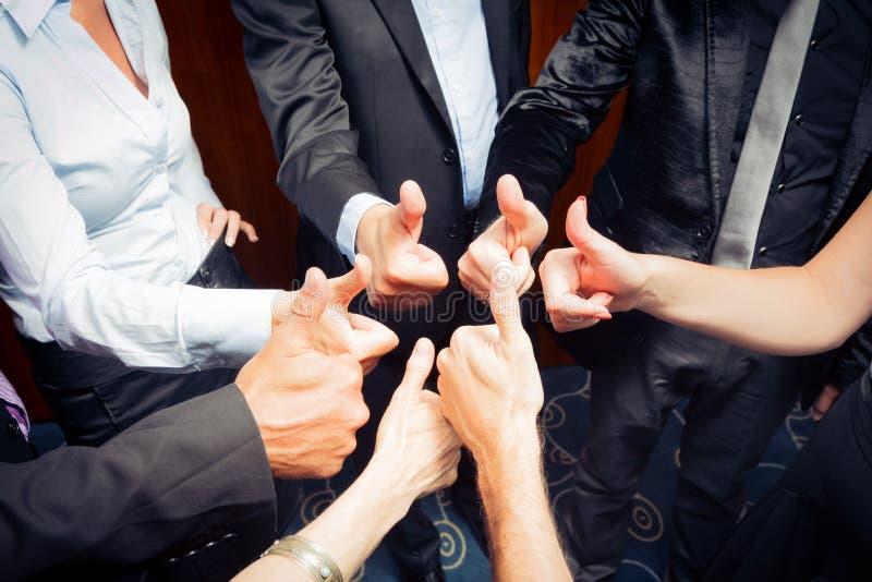 Negócio Team Doing polegares acima imagem de stock