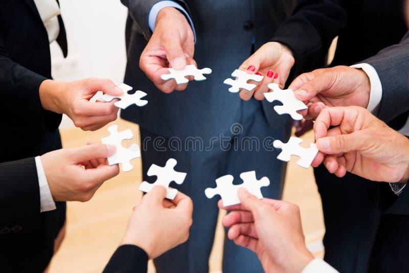 Negócio Team With Jigsaw Puzzle imagem de stock