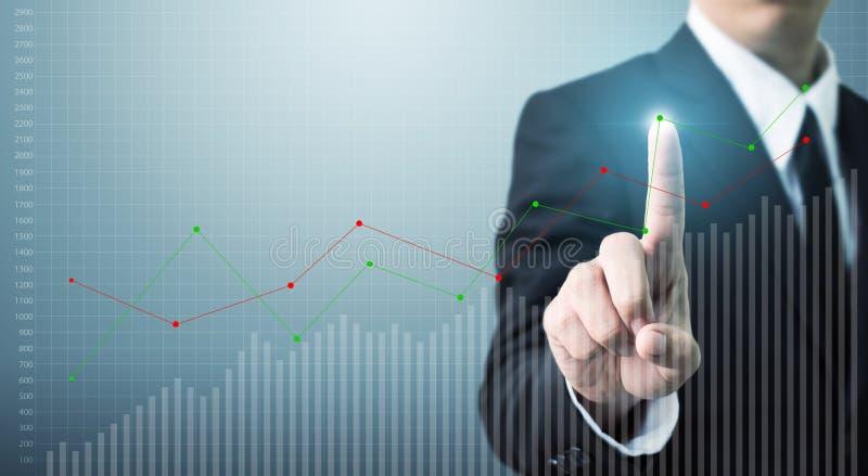 Negócio tocante do crescimento ou do aumento do gráfico de ponto da mão do homem de negócios foto de stock royalty free