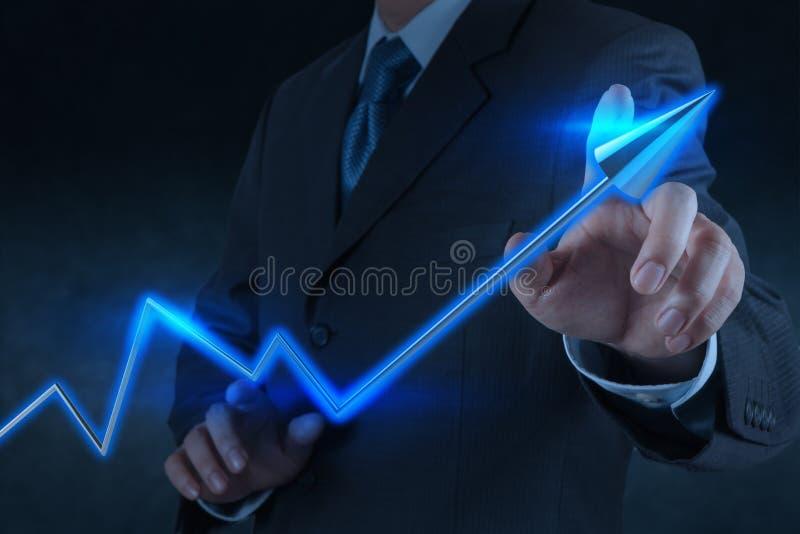 Negócio virtual da carta do toque 3d da mão do homem de negócios foto de stock royalty free