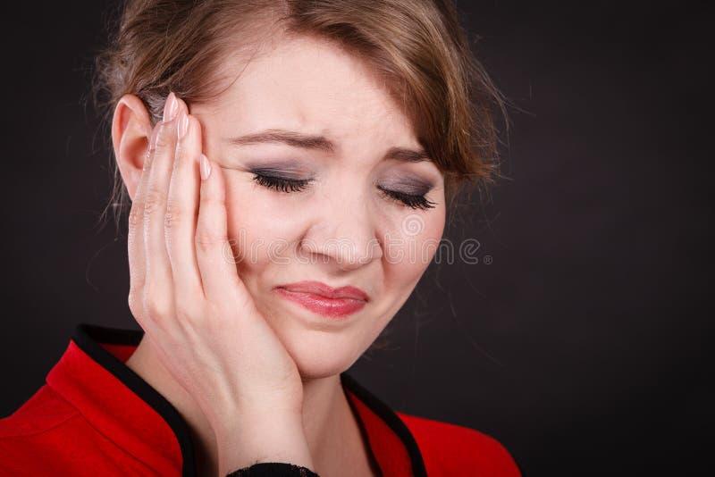 Negatywna emocja Kobieta ma ząb obolałość zdjęcia stock