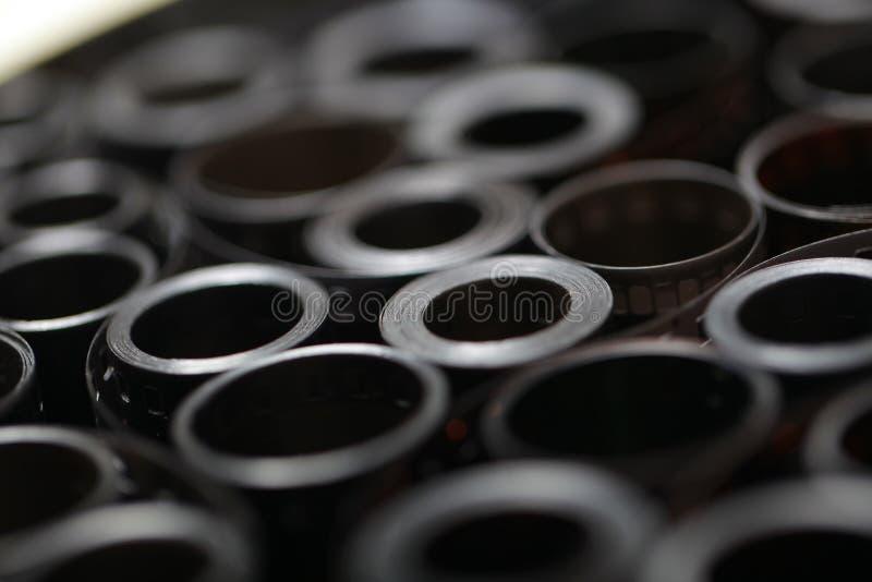 Negazioni dell'archivio del film in una latta rotonda del metallo immagini stock libere da diritti