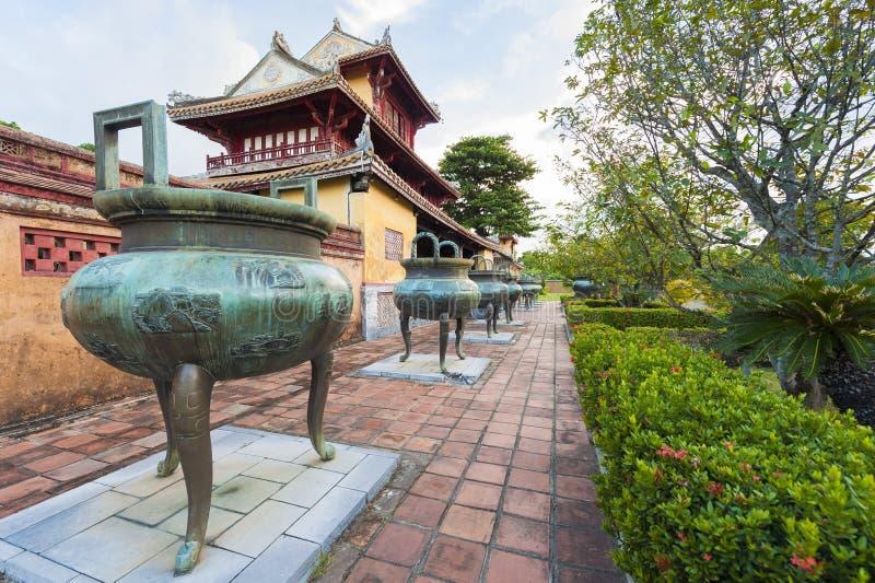 Negen Dings (Urnen) symboliseerden de Koningen van Nguyen Dynasty royalty-vrije stock afbeeldingen