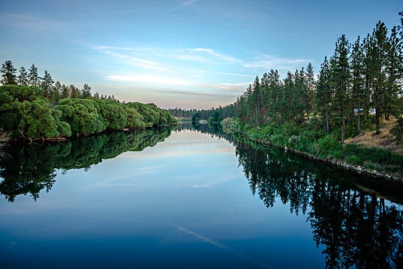 Negen mijlreservoir op de rivier van Spokane bij zonsondergang royalty-vrije stock foto