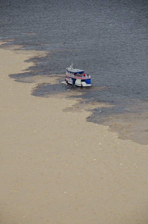 Encontro das águas. arkivbild