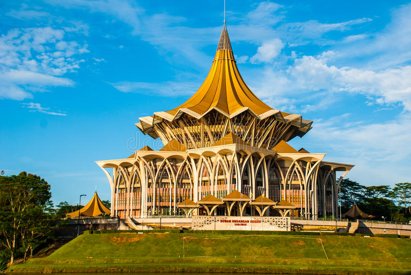 Negeri undangan Sarawak de Dewan Asamblea legislativa del estado de Sarawak en Kuching, Sarawak, Malasia fotografía de archivo