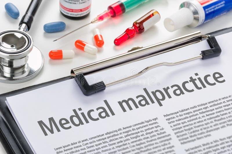 Negligência médica escrita em uma prancheta imagem de stock royalty free