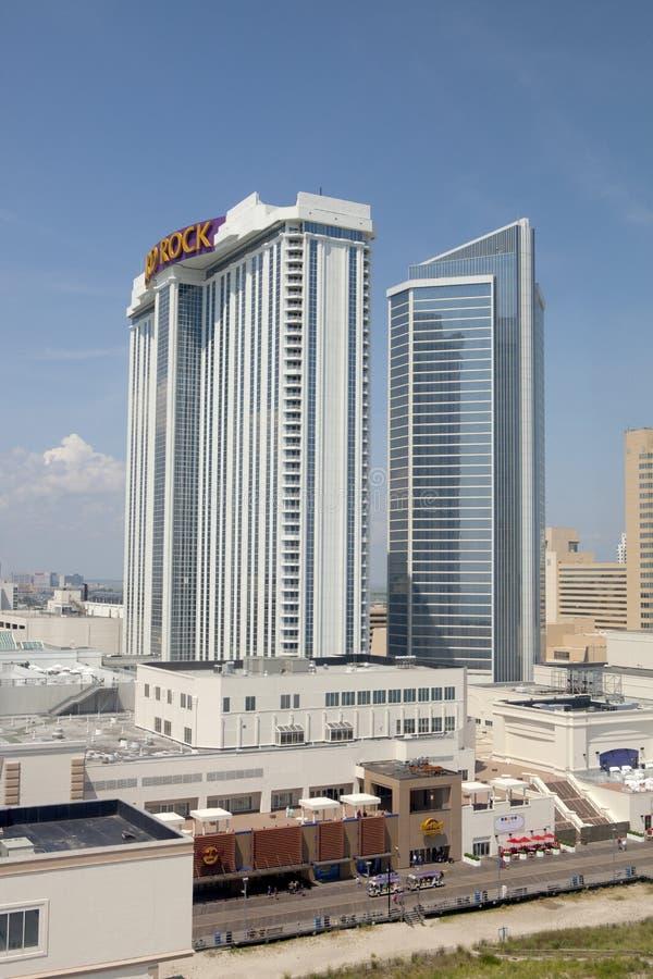 Negligenciando o casino do hard rock e o passeio à beira mar de Atlantic City em New-jersey foto de stock