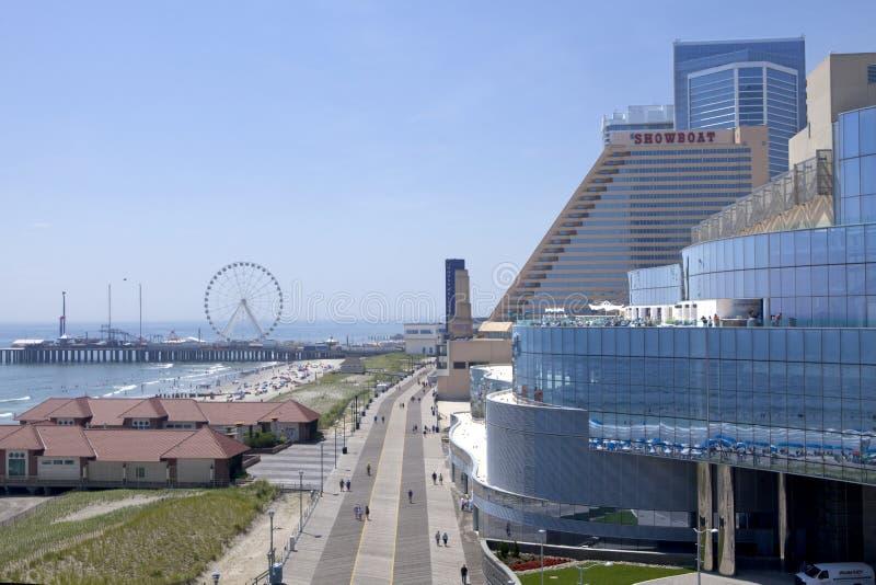 Negligenciando o passeio à beira mar de Atlantic City em New-jersey foto de stock