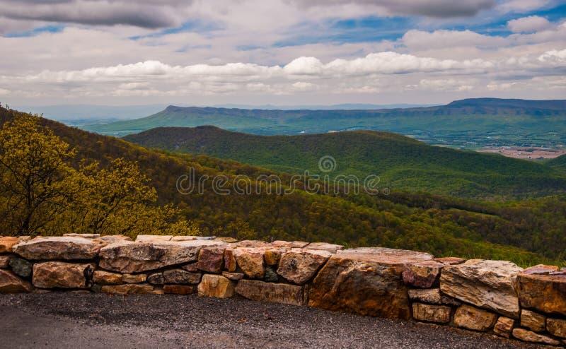 Negligencie na movimentação da skyline no parque nacional de Shenandoah, Virgínia foto de stock royalty free