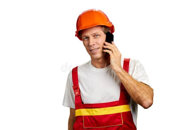 Negociações do construtor no smartphone imagens de stock