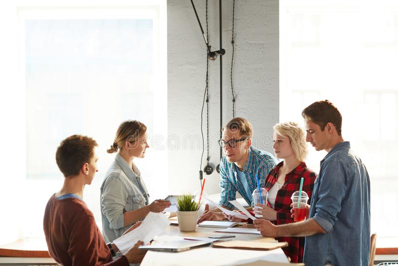 Negocio creativo Team Communicating imagen de archivo