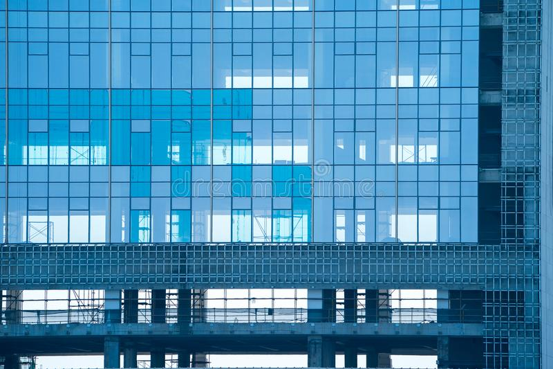 Negocio de cristal constructivo moderno de la fachada de los detalles de la arquitectura imágenes de archivo libres de regalías