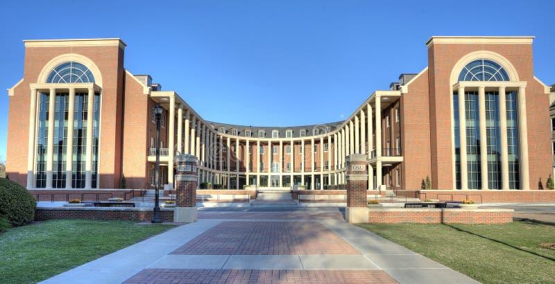 Negocio de las lanzas que construye la universidad de estado de Oklahoma imagenes de archivo