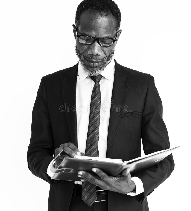 Negocio de los hombres que piensa concepto africano imagenes de archivo