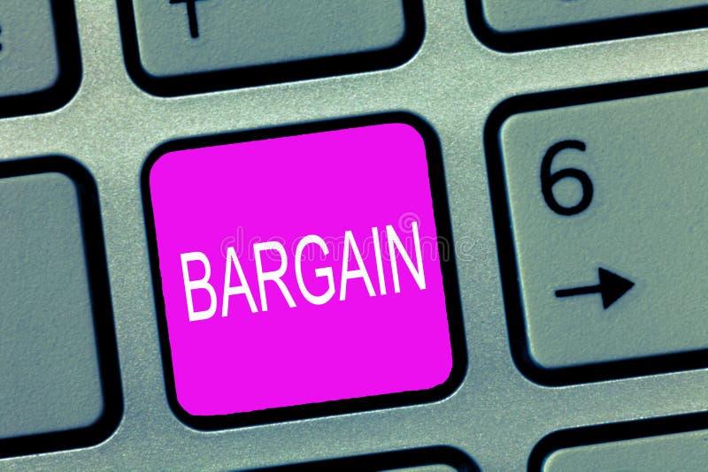 Negocio del texto de la escritura El significado del concepto negocia condiciones de la transacción pide descuento fotos de archivo