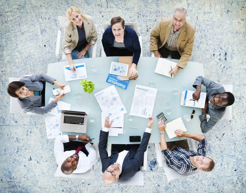 Negocio Team Discussion Meeting Analysing Concept imagenes de archivo