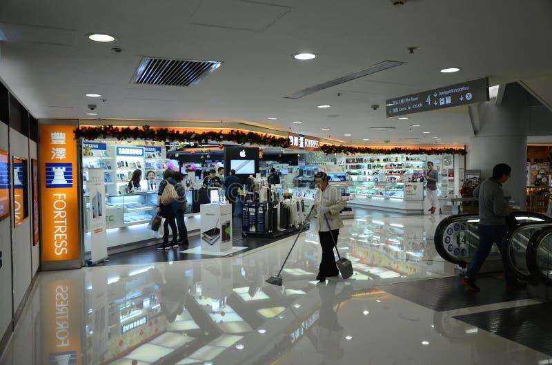 Negozi in Metroplaza Kwai Fong, Hong Kong fotografia stock libera da diritti