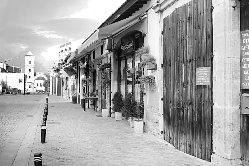 Negozi sulla via di Pavlou Valsamaki, una via turistica che conduce alla chiesa del san Lazzaro, Larnaca, Cipro fotografia stock