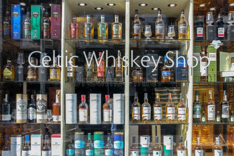 Negozio celtico di vini e dei whiskey, Dublino, Irlanda fotografia stock