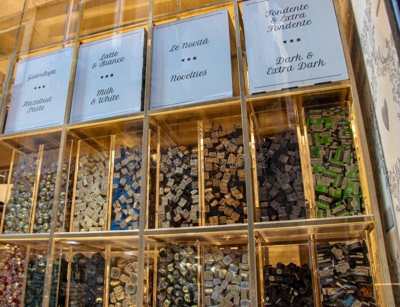 Negozio del cioccolato lungo le vie di Venezia fotografie stock libere da diritti