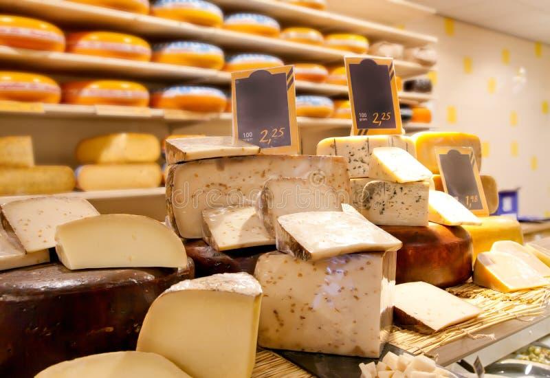 Negozio del formaggio fotografie stock
