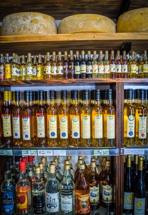 Negozio del formaggio e dell'alcool fotografie stock libere da diritti
