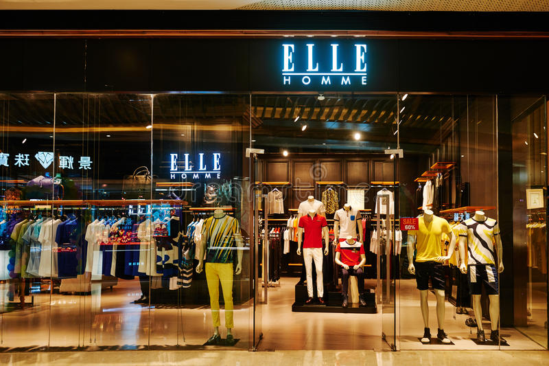 Negozio del modo degli uomini del homme di Elle immagini stock