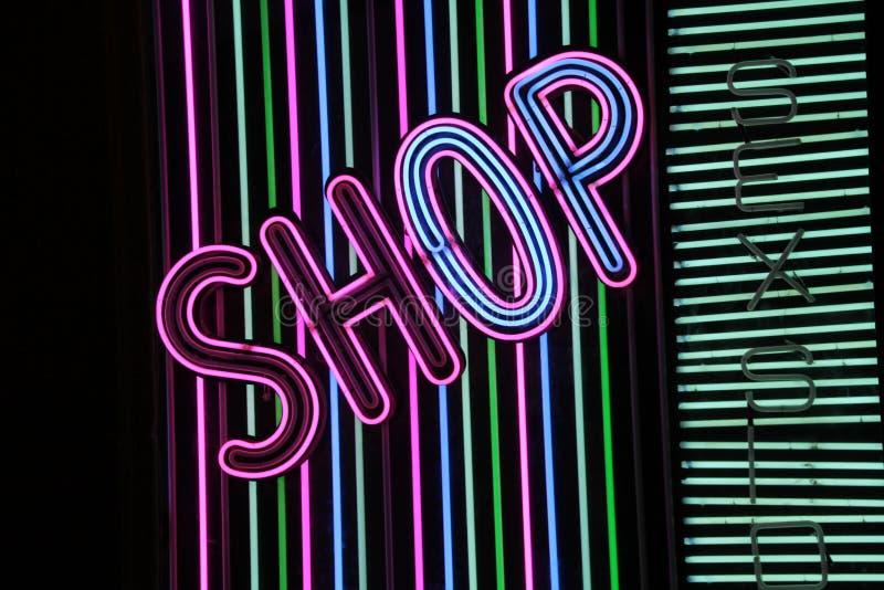 Negozio del segno al neon fotografia stock libera da diritti