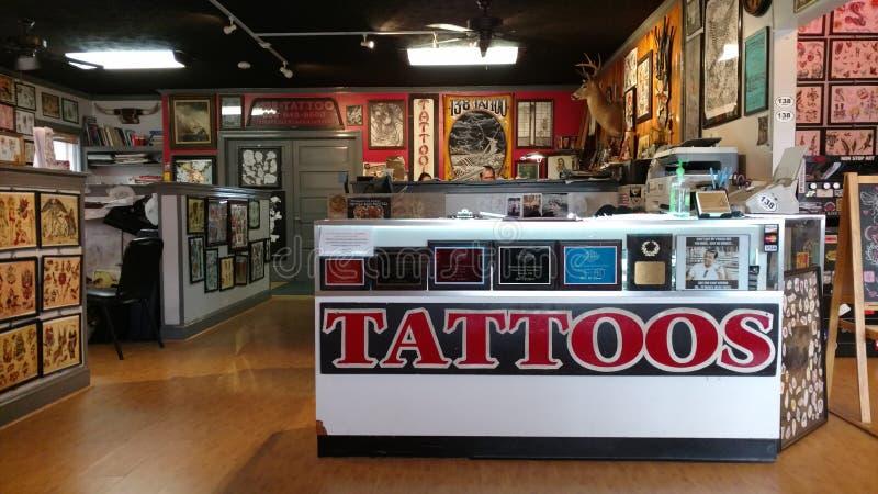 Negozio del tatuaggio immagini stock libere da diritti