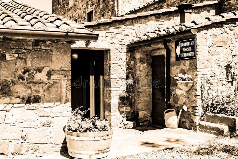 Negozio della proprietà terriera dell'Italia in bianco e nero fotografia stock