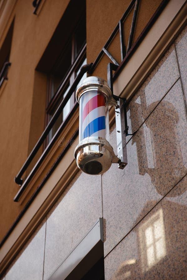 Negozio di barbiere Palo Simbolo di un segno della lampada del parrucchiere fotografia stock libera da diritti