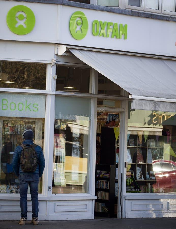 Negozio di carità di Oxfam a Londra fotografie stock libere da diritti