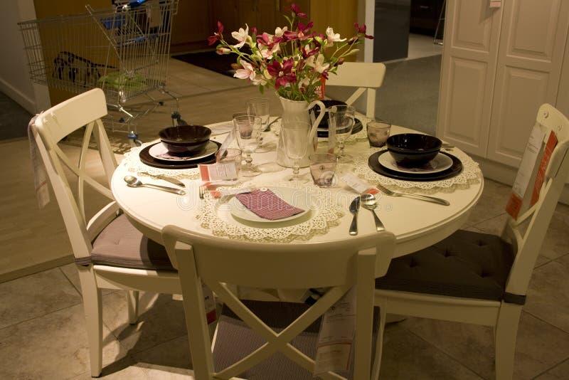 Negozio di mobili stabilito della tavola della sala da pranzo immagine stock immagine di - Mobili sala da pranzo ...