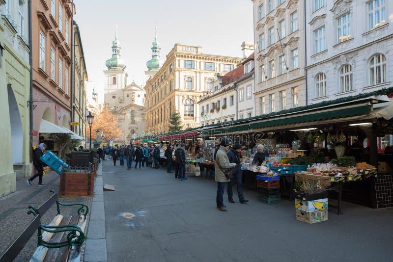 Negozio di ricordo al mercato famoso di Havels della prima settimana dell'arrivo nel Natale immagini stock
