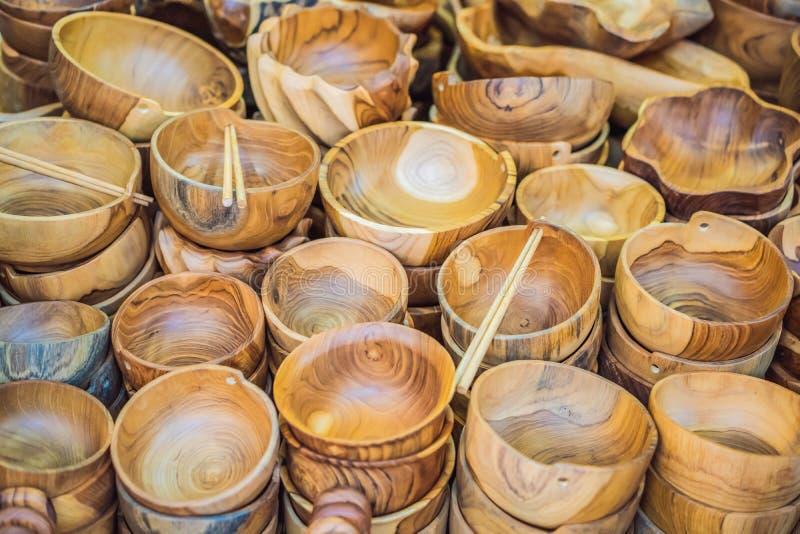 Negozio di ricordo tipico che vende i ricordi e gli artigianato di Bali al mercato famoso di Ubud, Indonesia Mercato di balinese fotografia stock libera da diritti