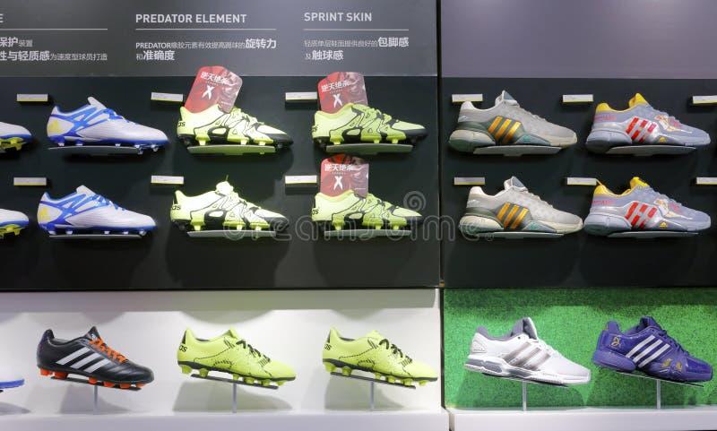 Negozio di scarpe di Adidas fotografia stock libera da diritti