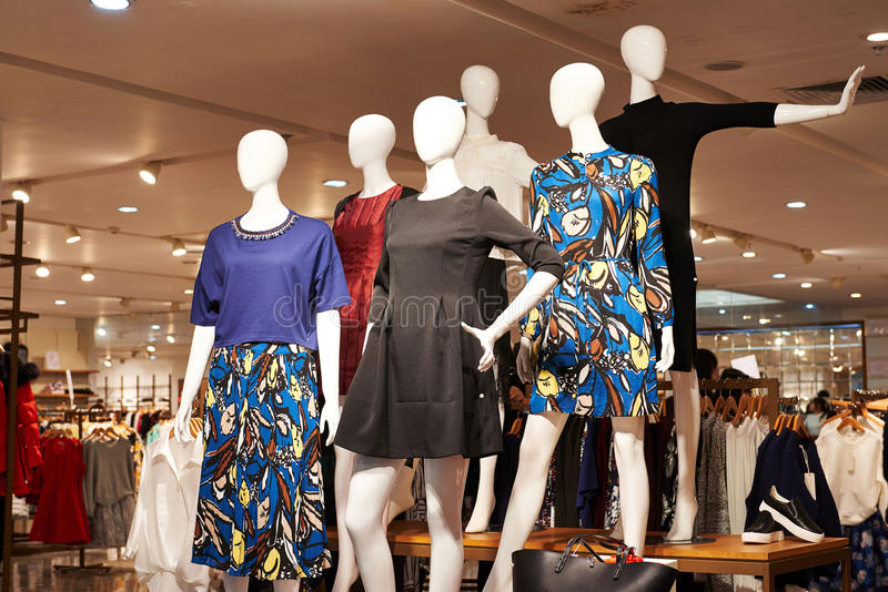 Negozio di vestiti del negozio di modo immagine stock libera da diritti
