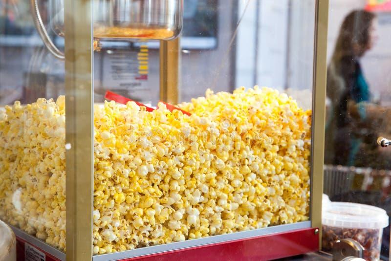 Negozio dolce del popcorn fotografia stock libera da diritti
