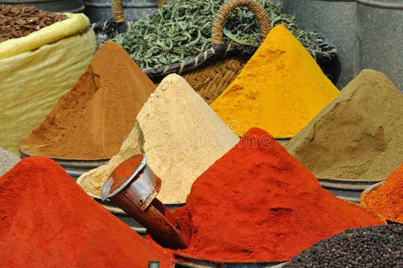 Negozio in Fes, Marocco delle spezie immagine stock libera da diritti