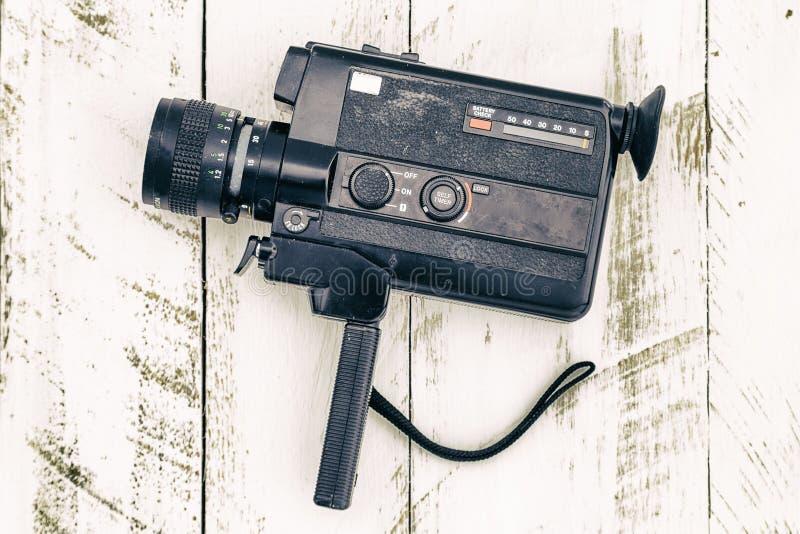 Negro análogo de la cámara de vídeo del viejo vintage coloreado foto de archivo