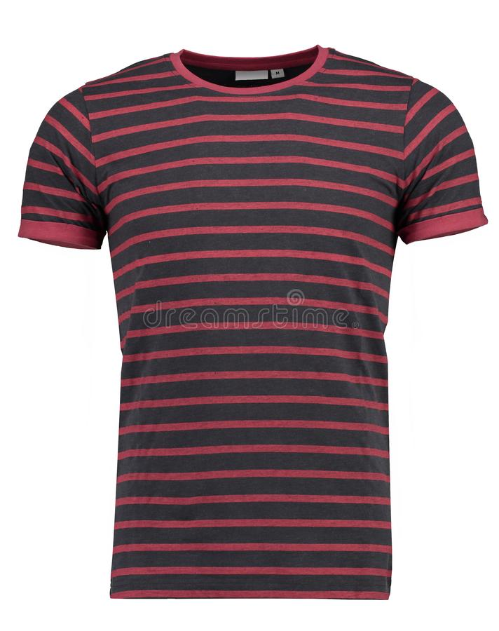 Negro de la camiseta del hombre y rojo rayados Imagen aislada en el fondo blanco imagen de archivo libre de regalías