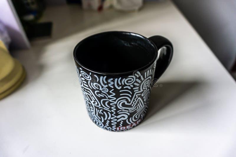 Negro de la taza del té foto de archivo