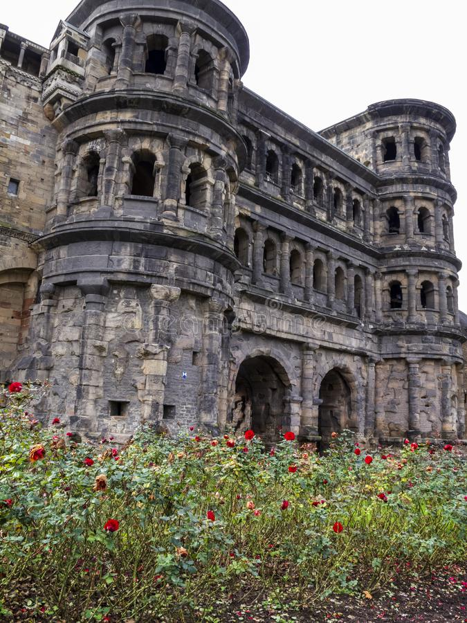 Negro de Porta - uma porta romana da cidade no Trier - a cidade a mais velha em Alemanha imagens de stock