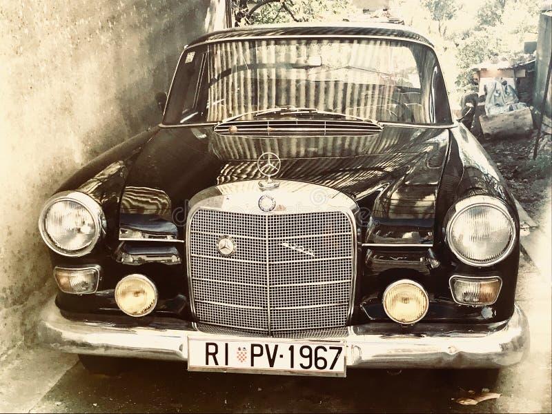 Negro del color del veterano de Mercedes Benz imagen de archivo