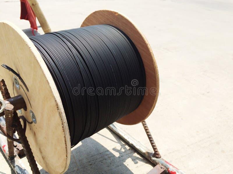 Negro del rollo de la fibra óptica imagen de archivo