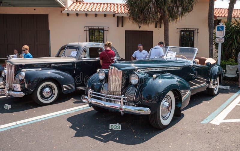 Negro Packard 1940 en el Car Show cl?sico del 32do dep?sito anual de N?poles fotografía de archivo
